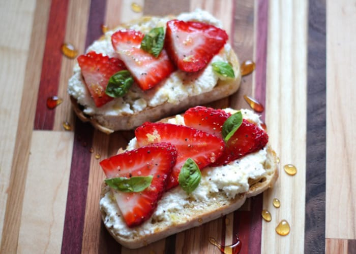 ricotta-strawberry-breakfast-toast-article