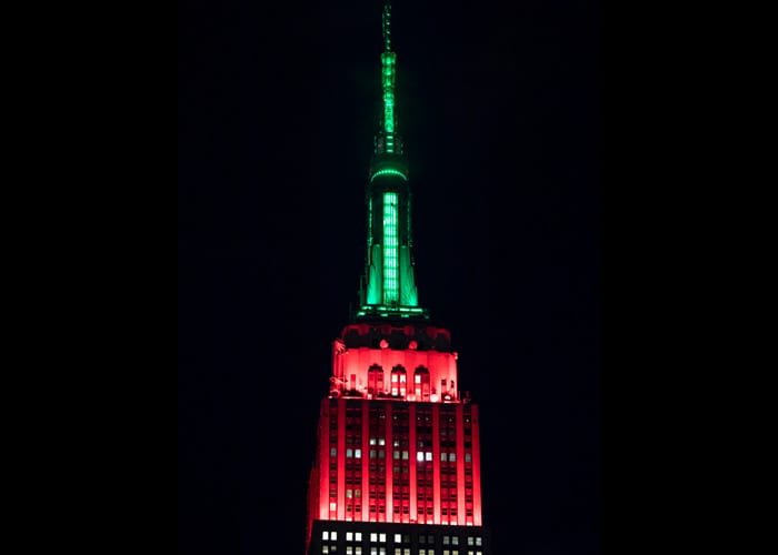 The Empire State Building Lights Up For the Christmas Spectacular ...